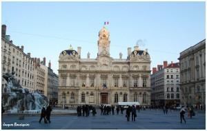Lyon-Place-des-Terreaux-Hotel-de-ville